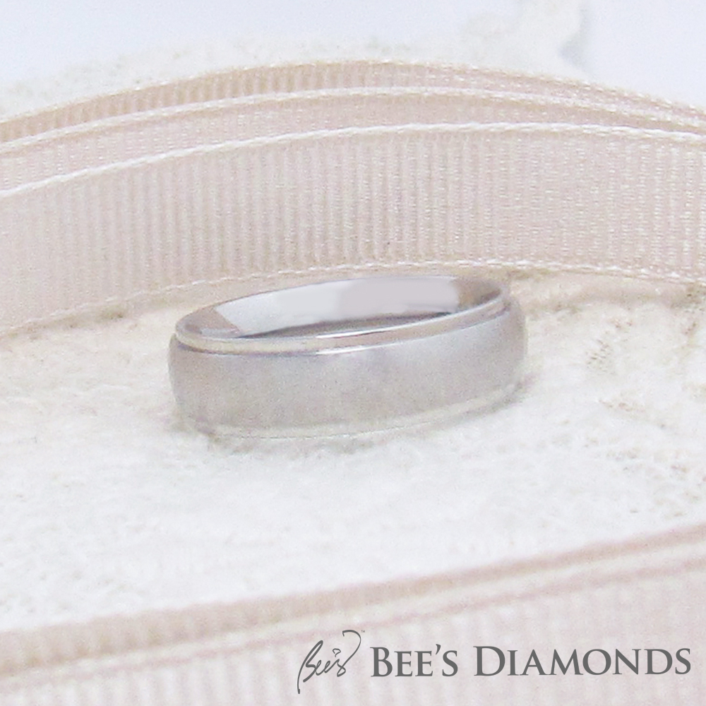 Traditional men's wedding band | curved, matte ring