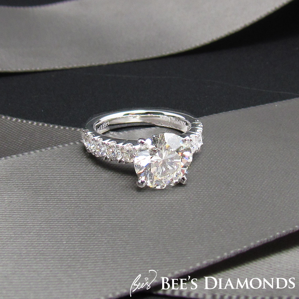 2 carats diamond engagement ring | GIA certified pave setting