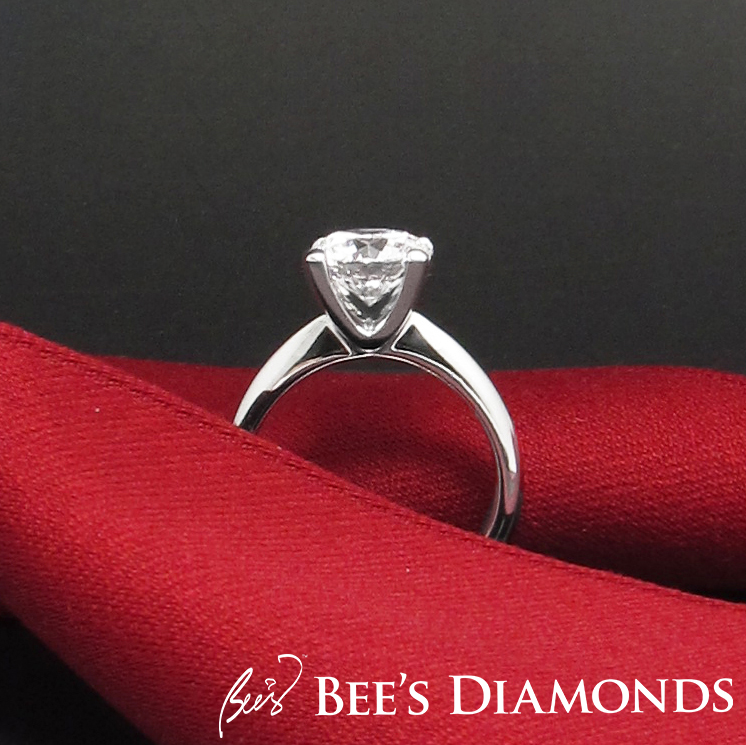 V-shaped diamond engagement ring | Clear cross sectional view