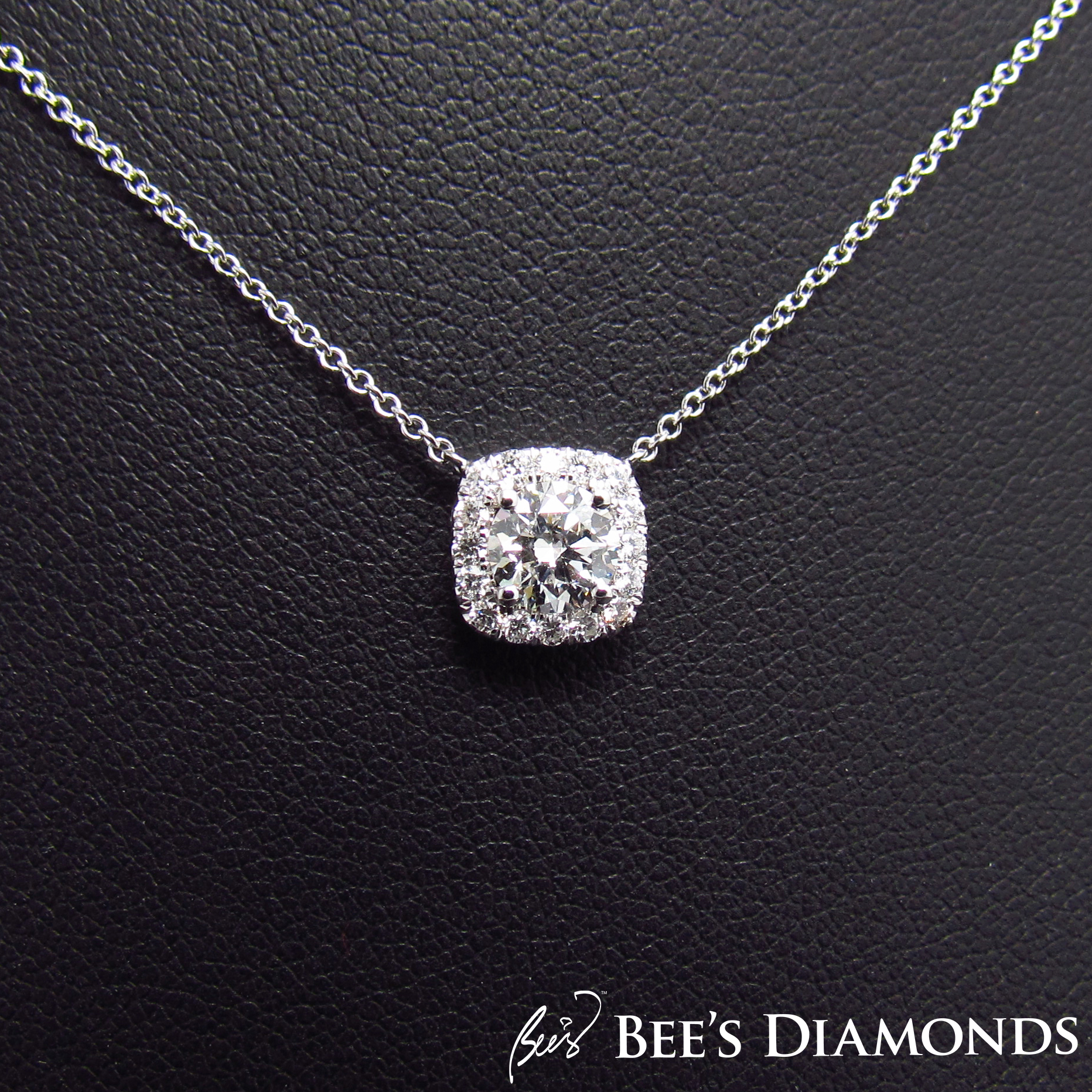 Round diamond square halo, pendant 18K white gold chain